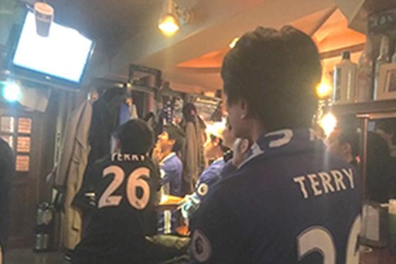 たまに仲間で集まって、海外サッカーを観戦すること。